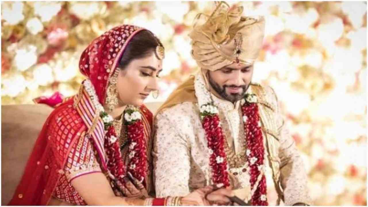 या वर्षी जुलैमध्ये राहुलने दिशाशी लग्न केलं. दोघांच्या लग्नाचे फोटो सोशल मीडियावर खूप व्हायरल झाले होते. आता राहुल दिशासोबत आपले वैवाहिक आयुष्य एन्जॉय करत आहे.