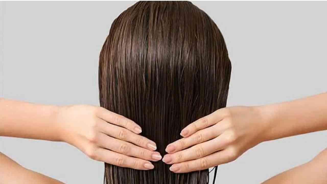 खूप लांब केस किंवा खूप लहान केस गोल चेहऱ्यावर चांगले दिसत नाहीत. यामुळे चेहरा जाड दिसू शकतो. लाँग बॉब कट, क्वीन हेअरकट, बॉब ग्रॅज्युएशन हेअरकट आणि स्टेप हेअरकटपैकी कोणताही कट गोल केसांवर चांगला दिसतो.