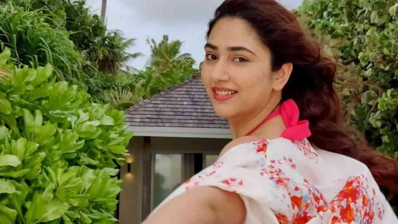 दिशा सतत मालदीवमधील स्वतःचे आणि तिच्या पतीची खास फोटो शेअर करत आहे.