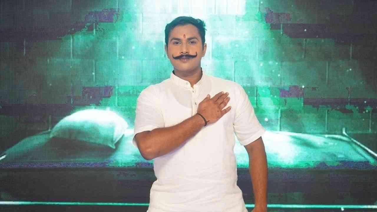पिंकू गणेशोत्सव 2021 साठी राम प्रसाद बिस्मिल यांची भूमिका साकारली आहे.