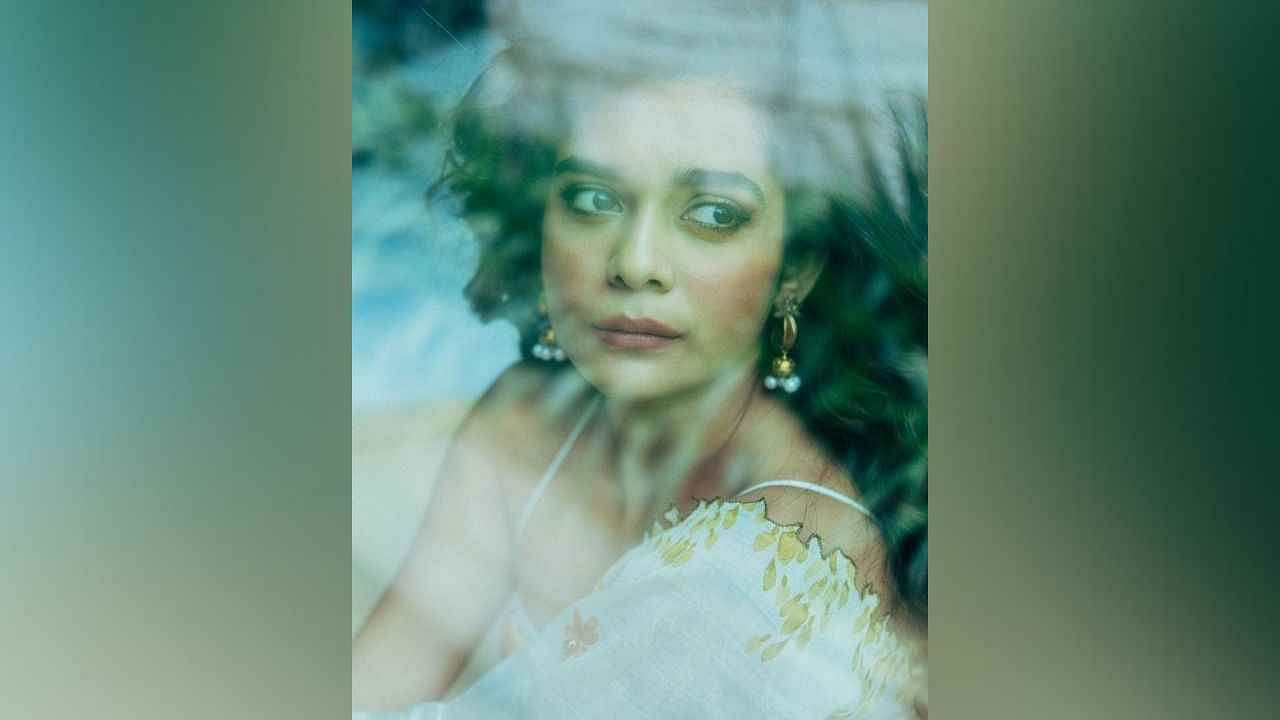मराठमोळी अभिनेत्री मिथिला पालकर सध्या सोशल मीडियावर मोठ्या प्रमाणात धुमाकूळ घालतेय. नवनवीन फोटो शेअर करत ती चाहत्यांशी कनेक्ट होण्याचा प्रयत्न करतेय.