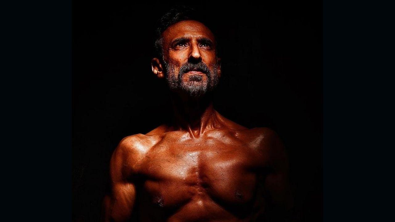 राहुल त्याच्या फिटनेसच्या खूप प्रेमात आहे, तो काहीही असो जिमपासून दूर राहू शकत नाही. राहुलचे चाहते त्याच्या बॉडी कटचे वेडे आहेत. तो वयाच्या 53 व्या वर्षीही अगदी फिट दिसतो.