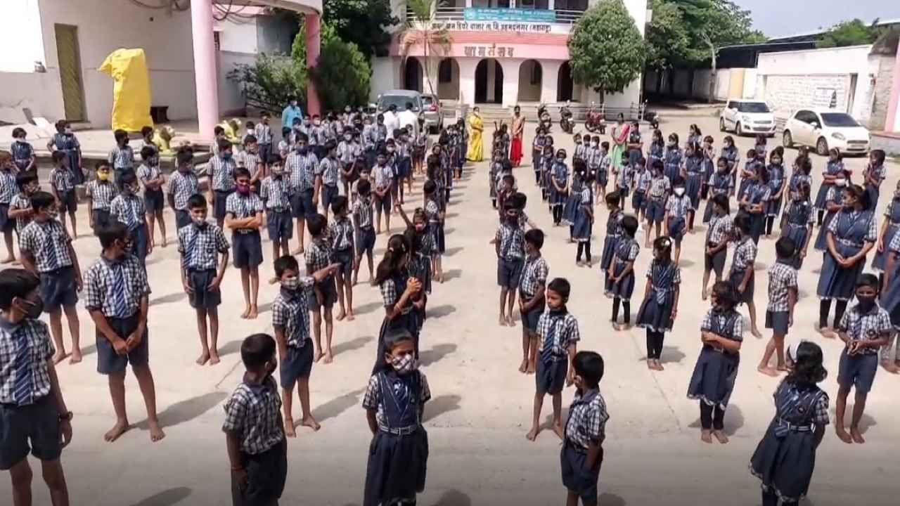 हिवरेबाजारनं करुन दाखवलं, 15 जूनपासून शाळा सुरु होऊन 100 दिवस पूर्ण, शतकपूर्तीचा आनंदोत्सव साजरा
