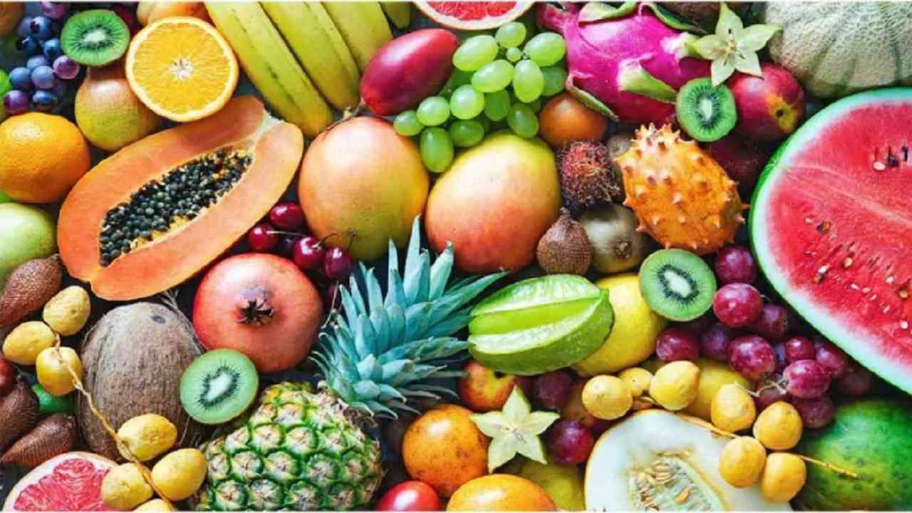 कोलेस्ट्रॉलची पातळी नियंत्रित करण्यासाठी फळे देखील खूप फायदेशीर आहेत. आपल्या आहारात फळांचा समावेश करा. तुम्ही तुमच्या आहारात पिकलेले पपई, टोमॅटो, एवोकॅडो, लिंबूवर्गीय फळे, द्राक्षे आणि सफरचंद यांचा समावेश करू शकता.