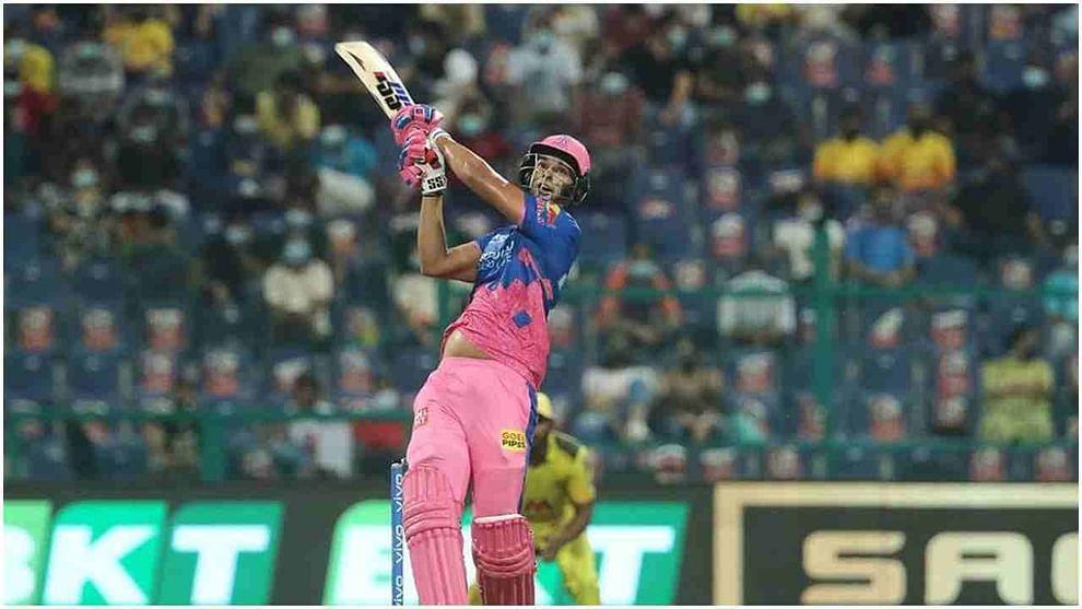 शिवम दुबेने चेन्नई सुपर किंग्जविरुद्ध त्याच्या अर्धशतकी खेळीत 4 षटकार ठोकले. या 4 षटकारांमुळे त्याने आयपीएल 2021 मध्ये सर्वाधिक षटकारांच्या बाबतीत 7 फलंदाजांना मागे टाकले आहे. तो आता आयपीएल 2021 मध्ये ख्रिस गेल, विराट कोहली, डेव्हिड वॉर्नर, ऋषभ पंत, सूर्यकुमार यादव, निकोलस पूरन आणि हार्दिक पंड्या यांच्यापेक्षा जास्त षटकार ठोकणारा फलंदाज बनला आहे.