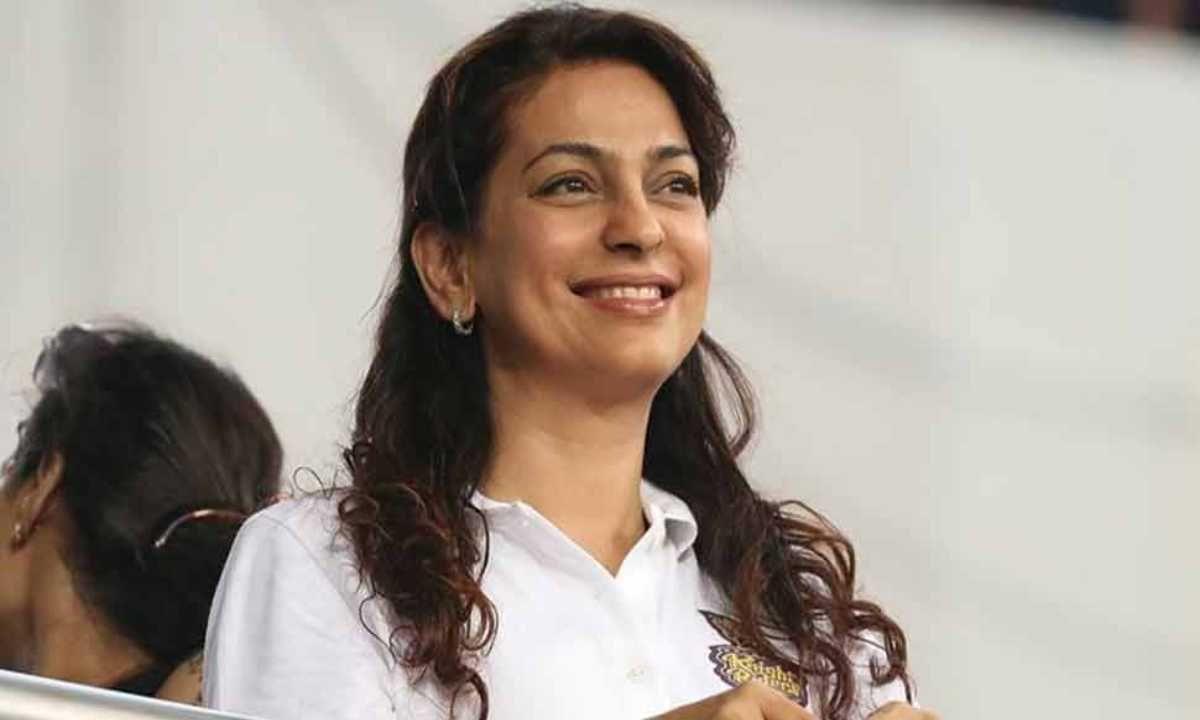 जुही चावला (Juhi Chawla) आयपीएल टीम कोलकाता नाईट रायडर्सची सह-मालक आहे. केकेआर संघातील तिची भागीदारी बॉलिवूड अभिनेता शाहरुख खानसोबत आहे.