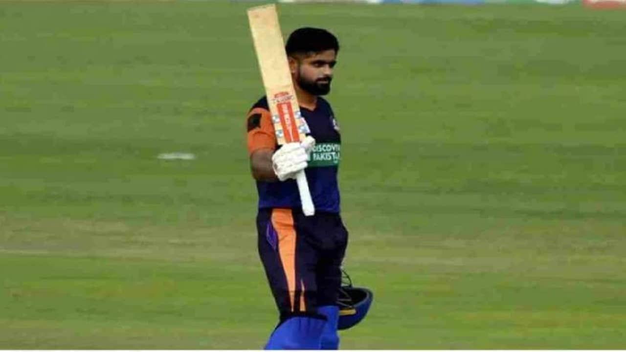 पाकिस्तान क्रिकेट संघाचा कर्णधार बाबर आजम (Babar Azam) पुन्हा एकदा चर्चेत आला आहे. त्याने T20 क्रिकेटचा बॉस ख्रिस गेल (Chris Gayle) याचा एक मोठा रेकॉर्ड तोडला आहे. T20 क्रिकेटमध्ये गेल सर्वात वेगवान फलंदाज असल्याचे कायम म्हटले जाते. पण आता बाबरने त्याच्या नावावर केलेल्या नव्या रेकॉर्डमुळे आता त्याला ही पदवी मिळाली आहे. बाबरने सर्वात जलदगतीने टी20 क्रिकेटमध्ये 7000 धावा पूर्ण केल्या आहेत. बाबरने ही कमाल पाकिस्तानात सुरु असलेल्या नॅशनल T20 कपमध्ये केली आहे.