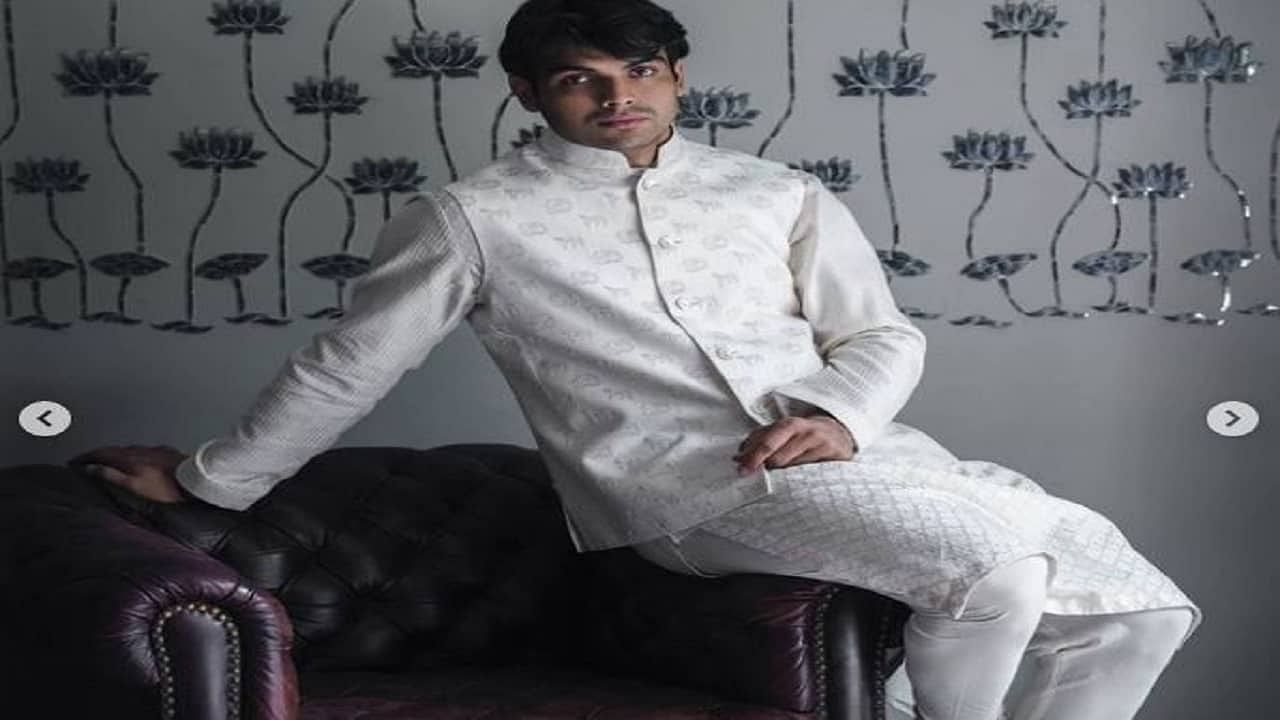 दरम्यान नीरजने त्याच्या याच चाहत्यांसाठी एक खास फोटोशूट केलं आहे. नीरजने एथनिक वेअर अर्थात भारतीय पद्धतीचे कुर्ता, शेरवाणी अशा प्रकारचे कपडे घालून एक खास फोटोशूट केलं आहे. त्याने हे फोटो त्याच्या इन्स्टाग्रामलाही पोस्ट केले आहेत. (फोटो सौैजन्य- नीरज चोप्रा इन्स्टाग्राम)