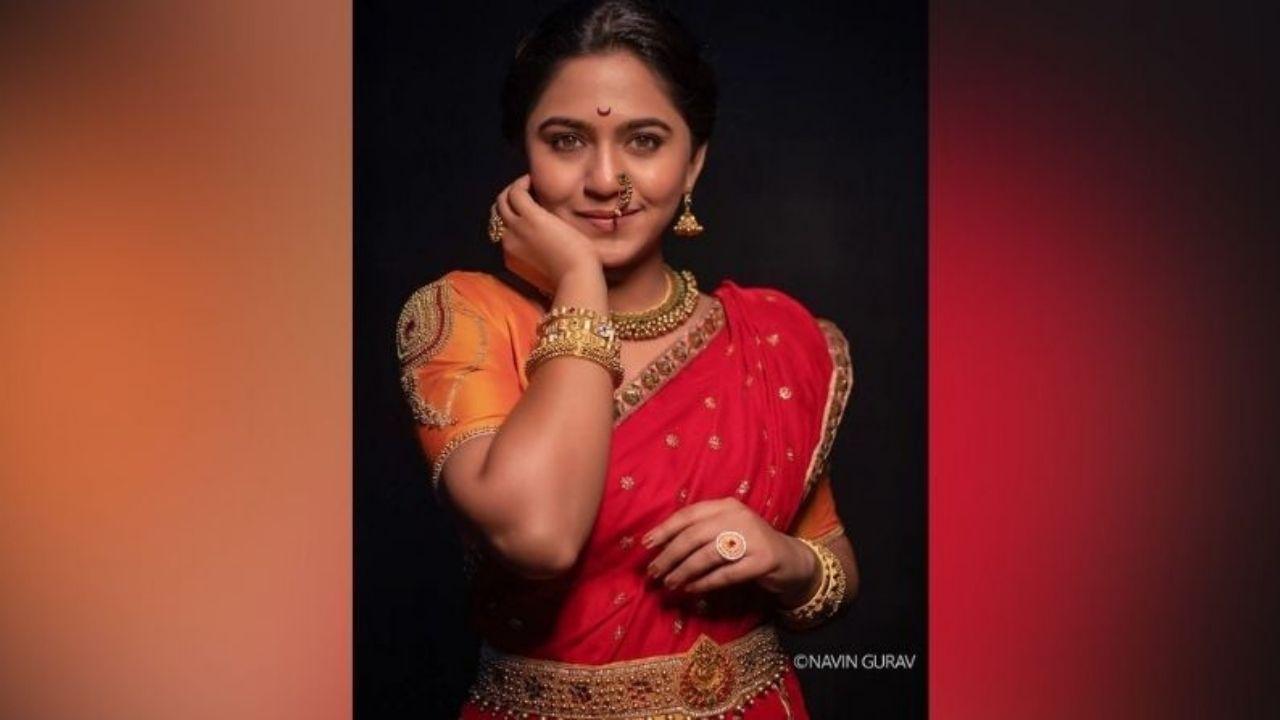 अभिनेत्री मृण्मयी देशपांडेने (mrunmayee deshpande) सोशल मीडियावर नवे फोटो शेअर केले आहेत. मराठमोळ्या लूकमधील तिचे हे फोटो पाहून तिचे चाहते क्लीनबोल्ड झाले आहेत.
