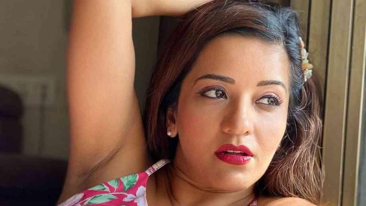 भोजपुरी अभिनेत्री मोनालिसा आपल्या स्टाईलची जादू चाहत्यांवर चालवत असते. जेव्हाही ती इन्स्टाग्रामवर पोस्ट शेअर करते, तेव्हा तिचे फोटो प्रचंड व्हायरल होत असतात.