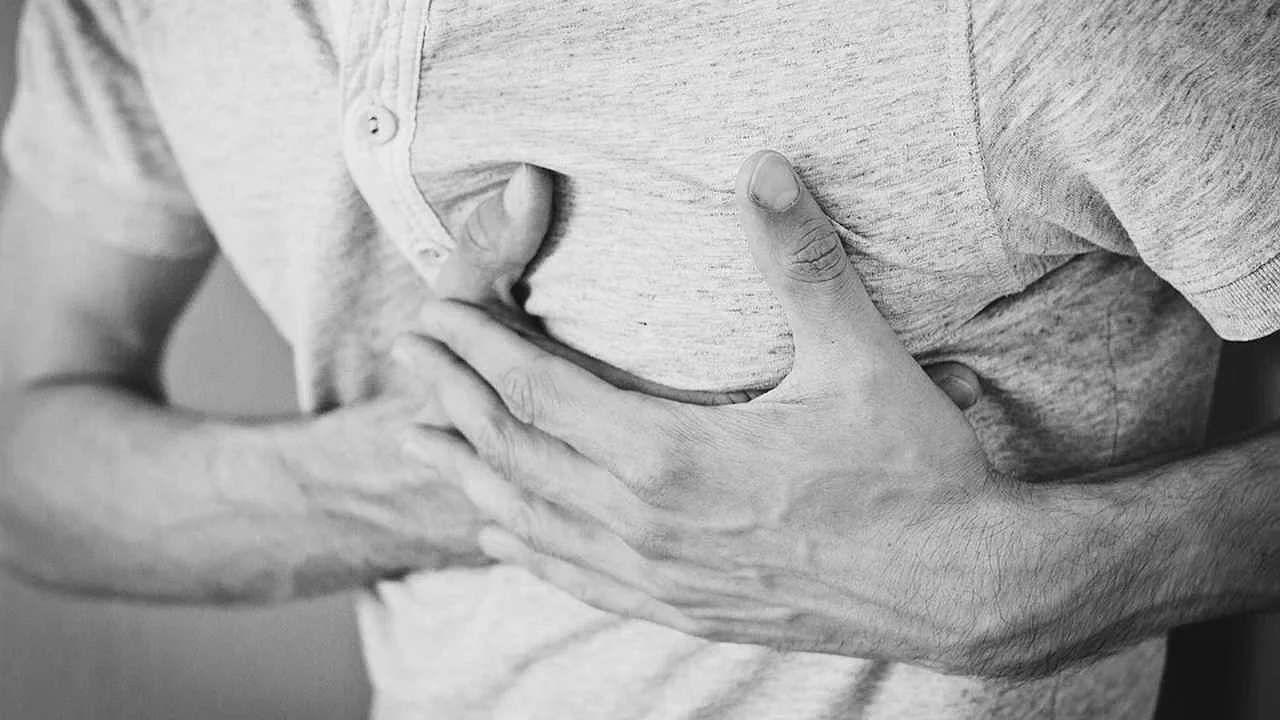 सीने में सामान्य दर्द और दिल के दौरे के दर्द में क्या अंतर है?