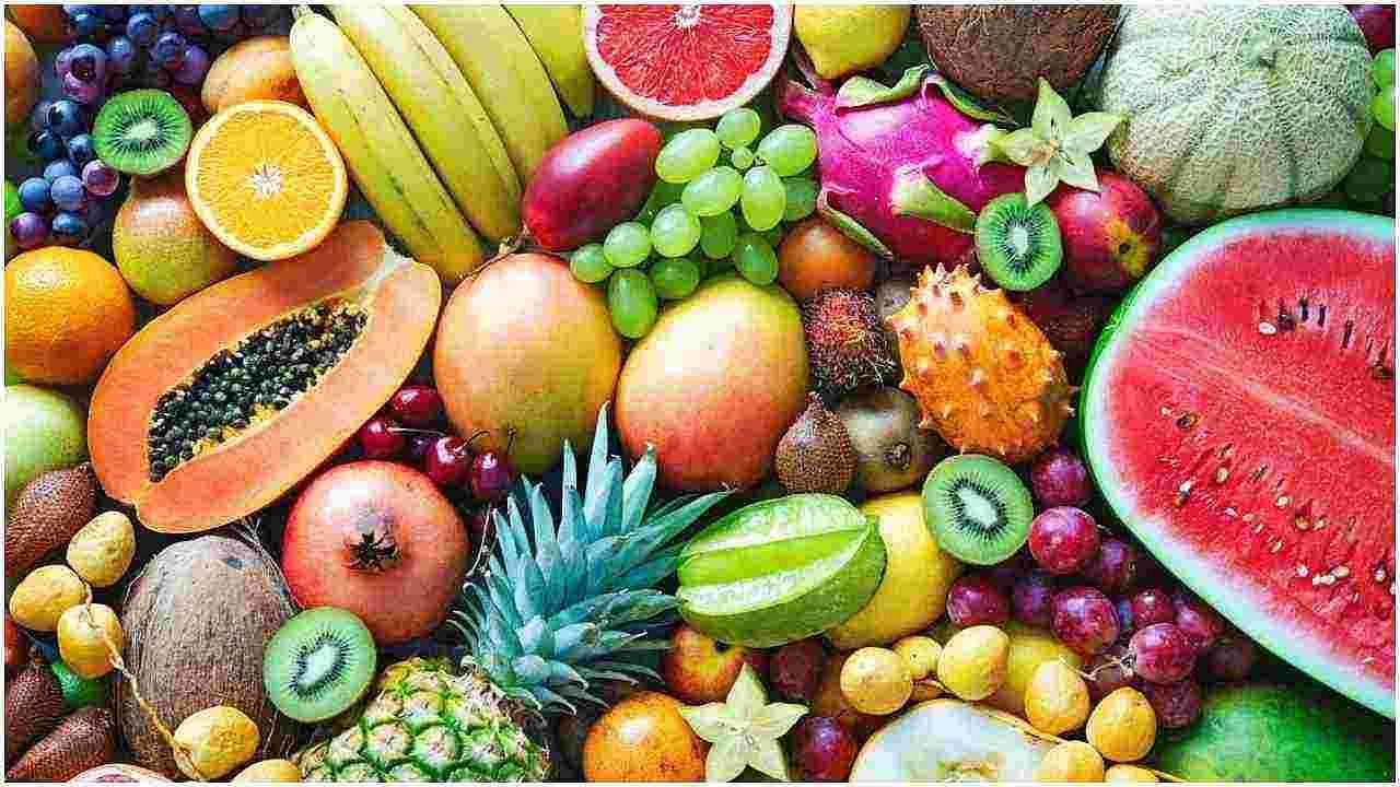 फळे - उपवासादरम्यान तुम्ही सर्व फळे आणि सुका मेवा खाऊ शकता. फळे पोषक तत्वांनी समृद्ध असतात आणि आपल्या पाचन तंत्रासाठी सुलभ असतात. बरेच लोक फक्त फळे आणि दुधाचे सेवन करून संपूर्ण नऊ दिवस उपवास ठेवतात.