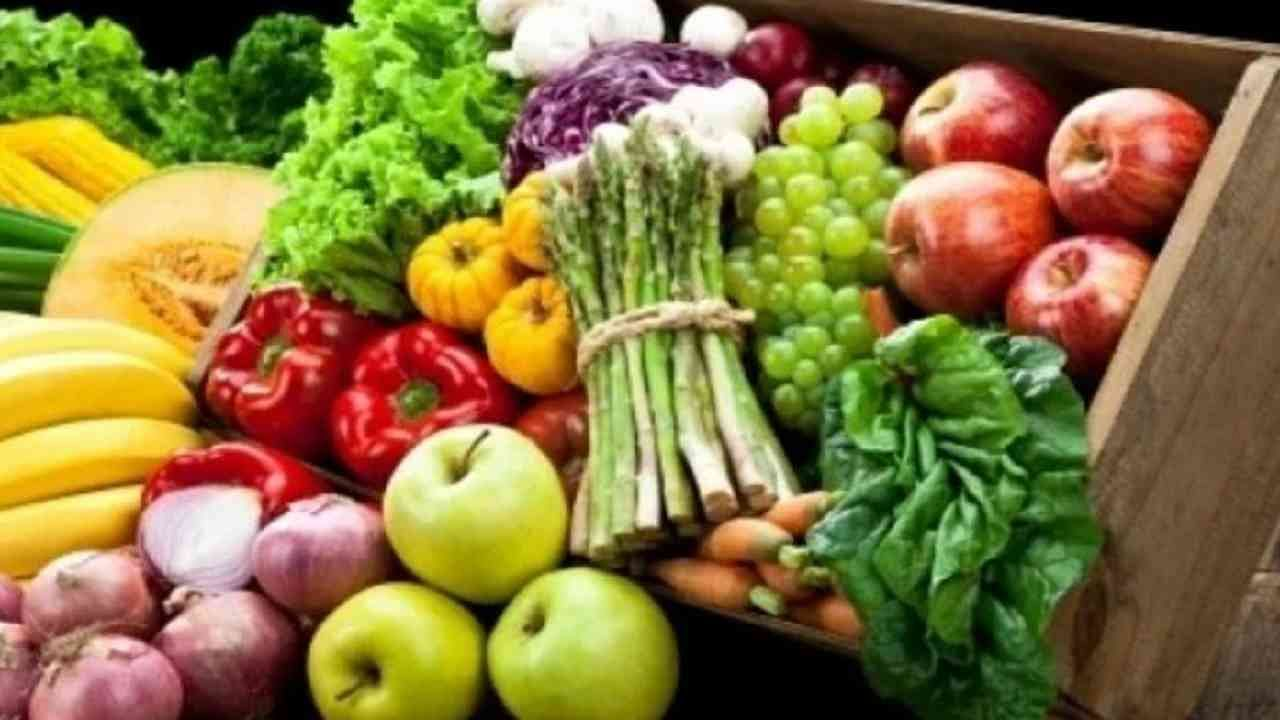 3. जे काही हंगामी भाज्या किंवा फळे आहेत, ती नक्की खा. यामुळे आपल्या शरीराला पाैष्टीक घटक मिळतात.