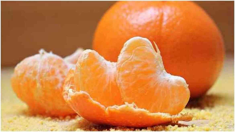 संत्रा या फळामध्ये मोठ्या प्रमाणात फ्लेव्होनॉइड्स असतात. संत्रांचे रोज सेवन केल्यानंतर त्याचा फायदा मेंदूच्या पेशींना होऊ शकते.