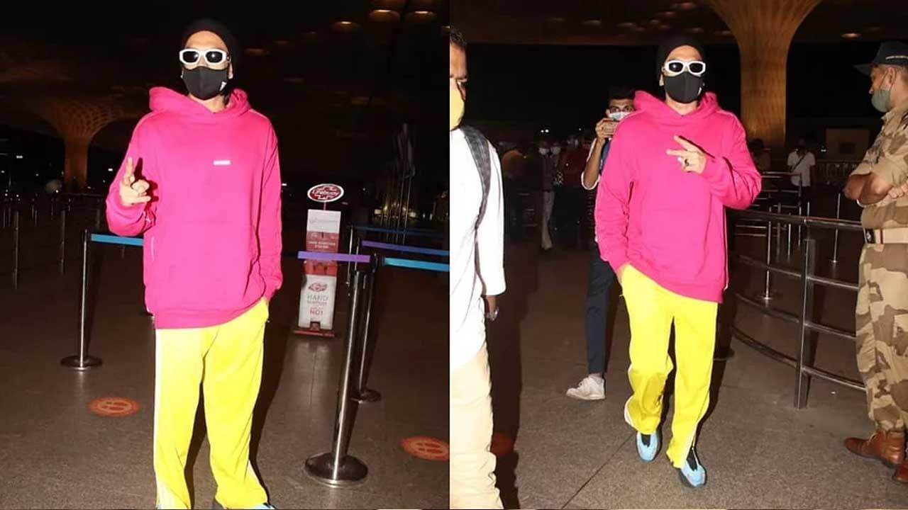 प्रत्येक वेळी बॉलिवूड अभिनेता रणवीर सिंह (Ranveer Singh) लोकांचे लक्ष आपल्याकडे वेधून घेतो. त्याचा लूक प्रत्येक वेळी वेगळा असतो, जो चाहत्यांना त्याच्याकडे पाहायला भाग पाडतो. नुकताच रणवीर विमानतळावर स्पॉट झाला होता.