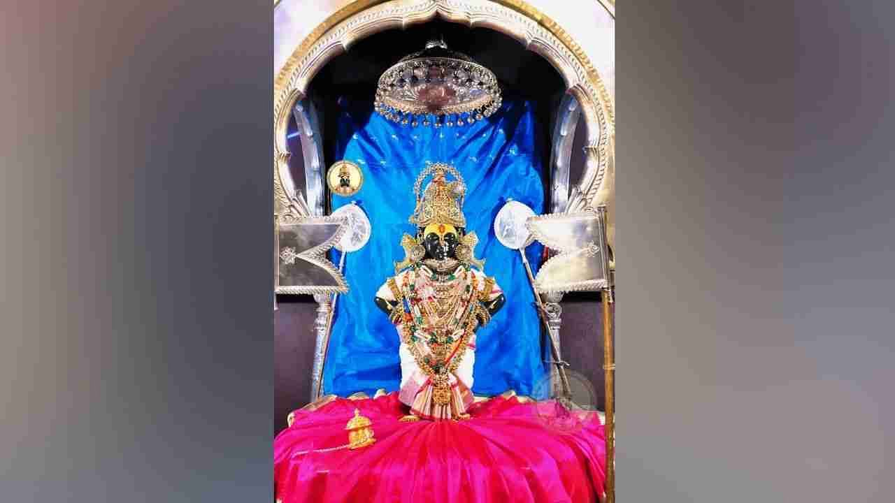 In this, the form of the Goddess was adorned with all kinds of ornaments like Navratna necklace, diamond ornaments, side bands, sari, panjan, tarmandal, statue necklace, moon necklace, pachu necklace, masoli, hat.