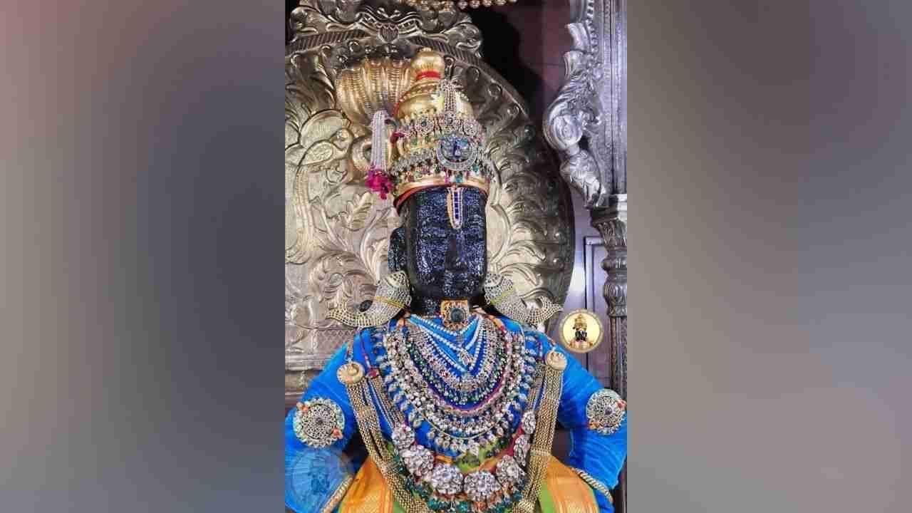 Mother Rukmini was worshiped as Goddess Durga on the eighth day of Navratra celebrations at the Sri Vitthal Rukmini Temple in Pandharpur.