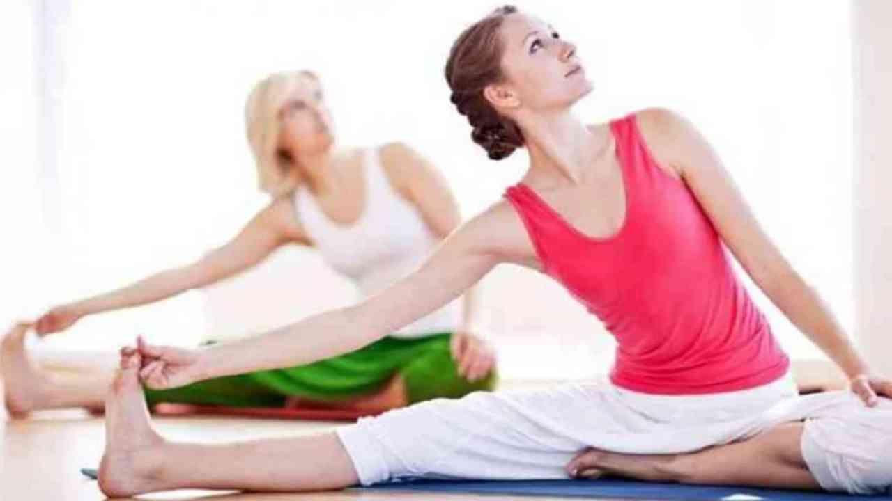 नियमित व्यायाम करा - दररोज व्यायाम जसे की चालणे, धावणे, योगा इत्यादी करा. यामुळे उच्च रक्तदाब, उच्च कोलेस्टेरॉल आणि मधुमेह यासारख्या समस्या दूर होऊ शकतात.