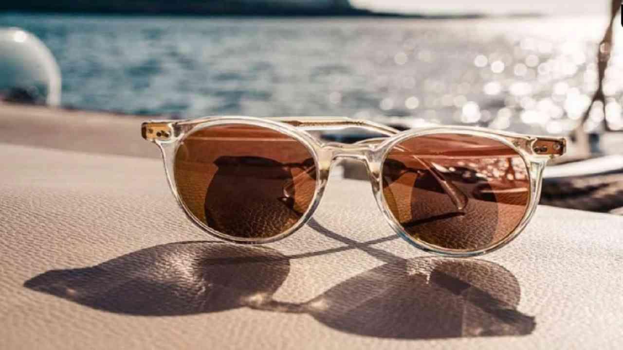 आयवियर- सूर्याच्या हानिकारक अतिनील किरणांपासून डोळ्यांचे संरक्षण करण्यासाठी सनग्लासेस वापरा. यामुळे डोळ्यांशी संबंधित समस्या दूर होण्यास मदत होईल.