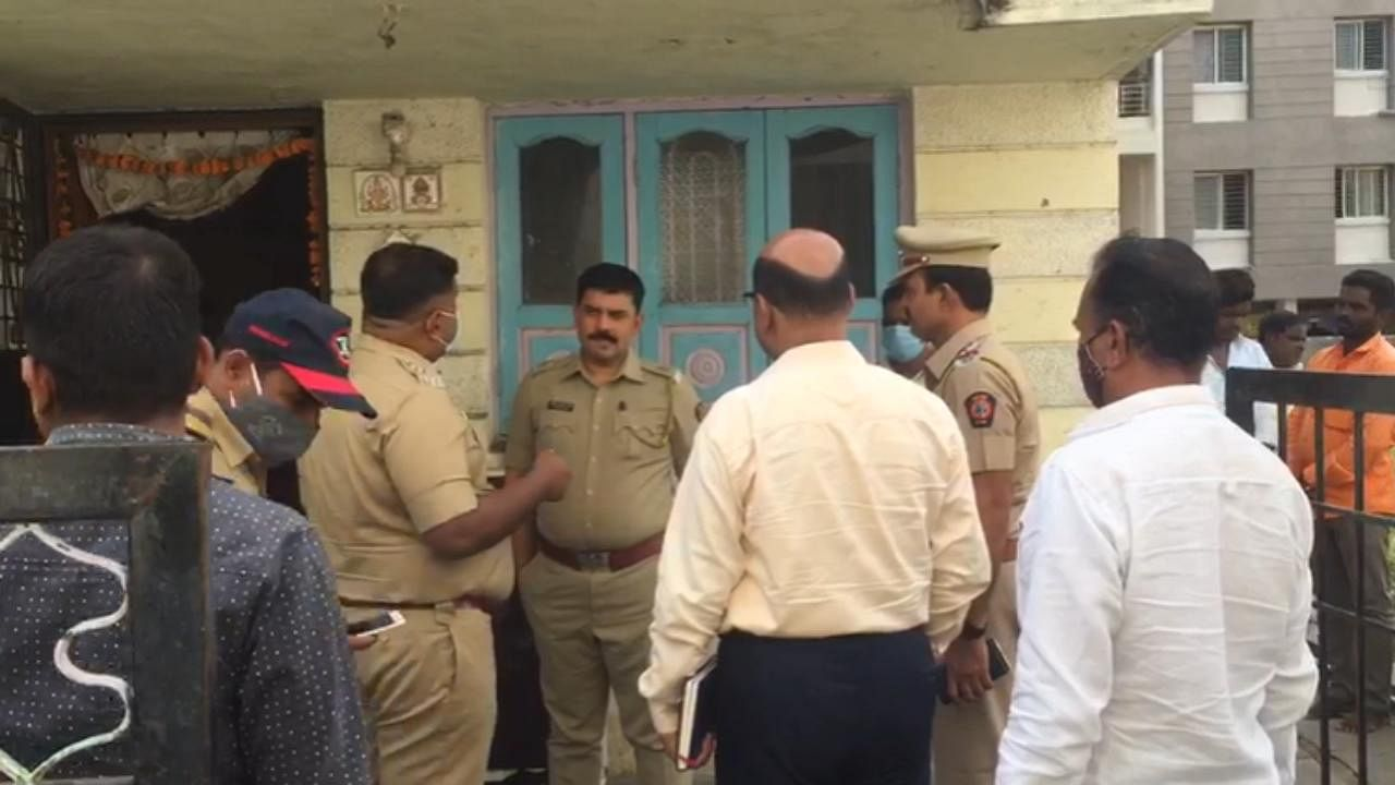 Robbery on Police Nailk bungalow in Daund Pune